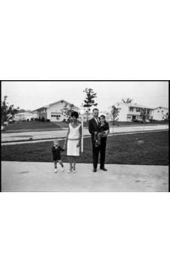 Elliott Erwitt, Ohio, Suburban Family