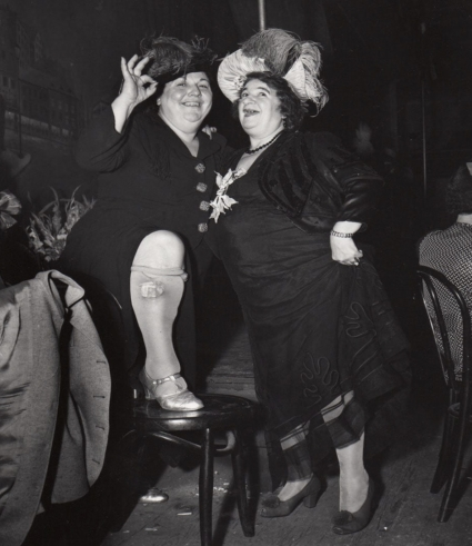 Weegee, At Sammy's in the Bowery