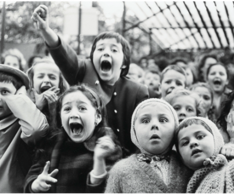 Alfred Eisenstaedt, Children at a Puppet Theatre, Paris