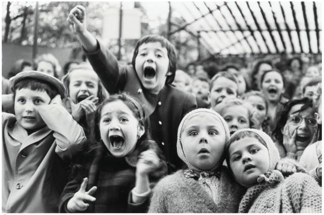 Alfred Eisenstaedt, Children at a Puppet Theatre, Paris
