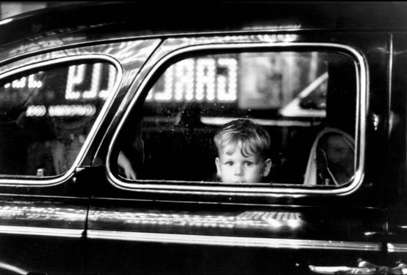 Elliott Erwitt, Boy in Car Window