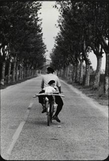 Elliott Erwitt, Provence, Boy with Baguette