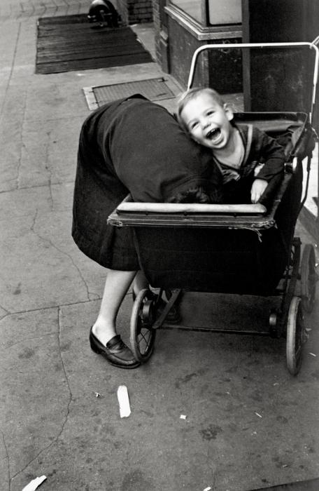 Helen Levitt, Baby in Carriage