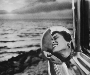 Elliott Erwitt, California Kiss, Santa Monica (1955)